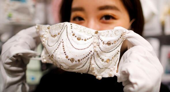 日本一企业推出珍珠钻石口罩 售价百万日元