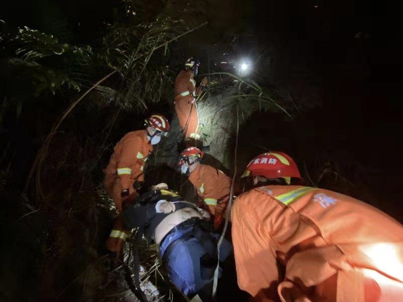 三洲田水库附近一醉酒男子跳桥,深圳消防成功救援