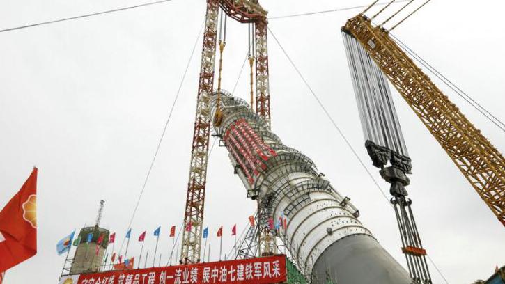 视频 | 超震撼!看41层楼高的亚洲最重塔器如何被吊装