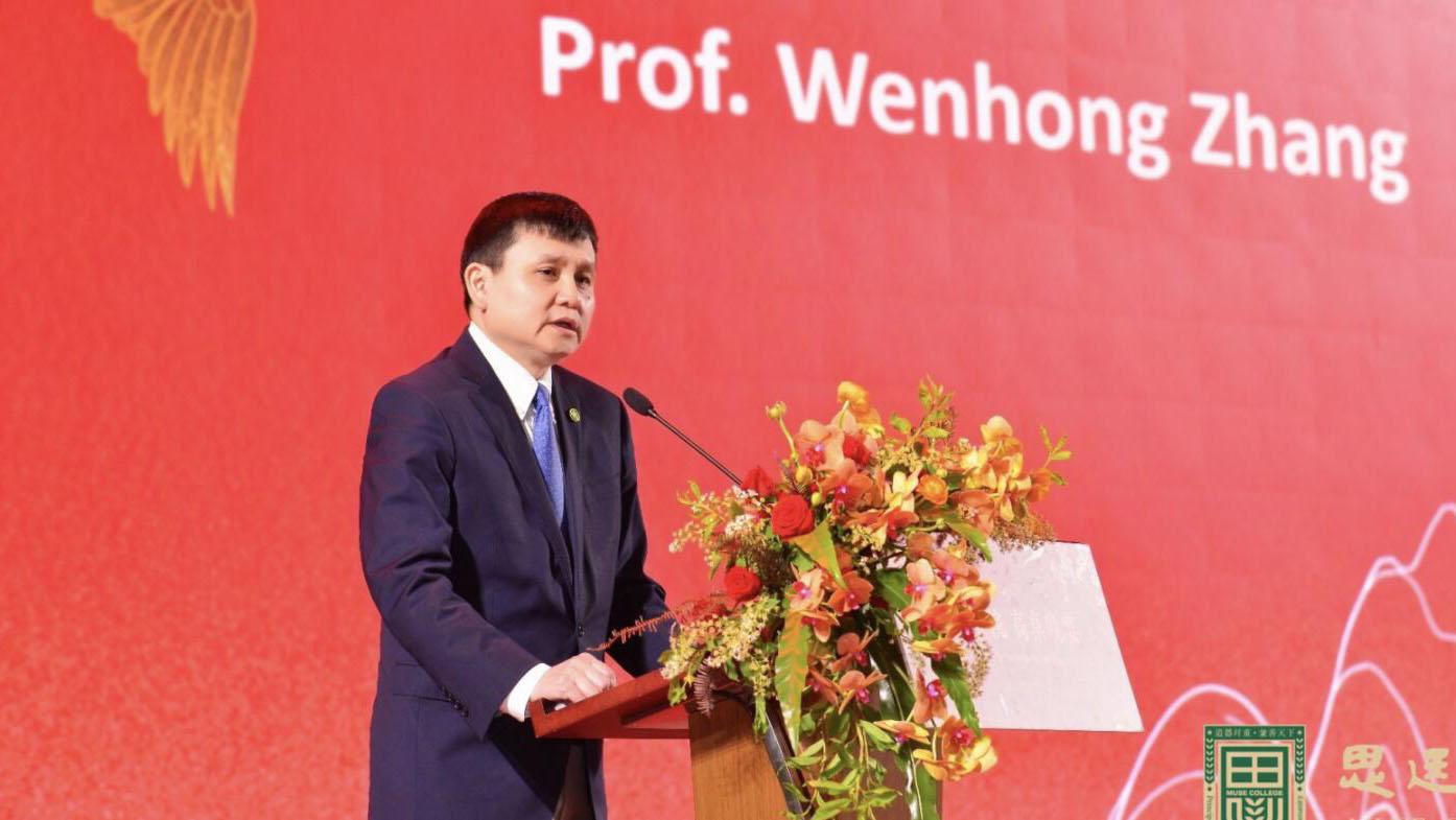 张文宏今年首次在大学演讲,赠给深圳学子这些金句……