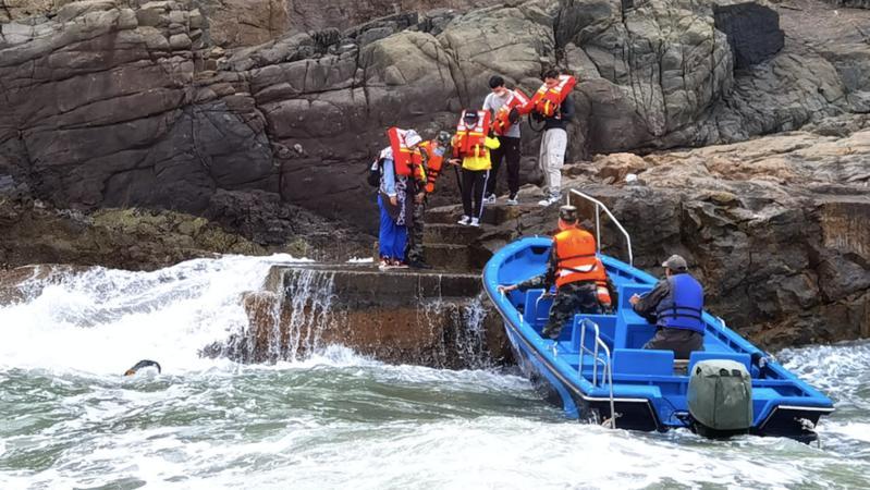 食物耗尽!4名游客被困孤岛两天,深圳海警火速救援