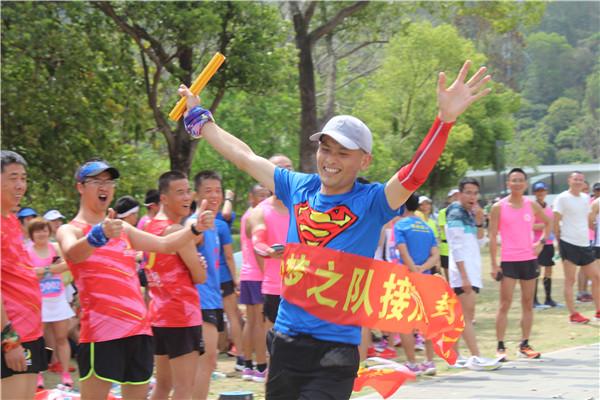 百名跑友接力奔跑人才林公园 自发庆祝建党100周年
