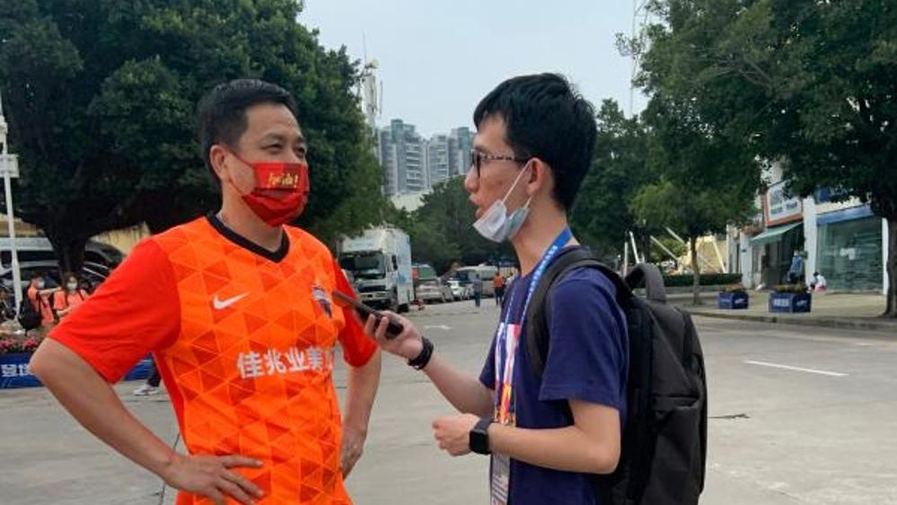 那位收租的深圳球迷,今天火遍朋友圈