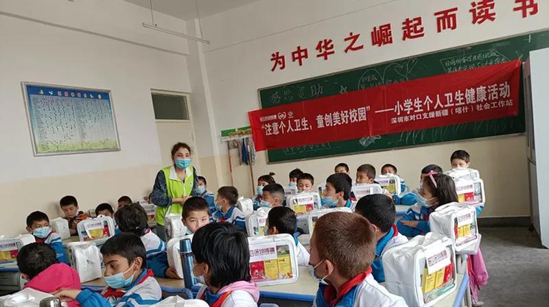 深喀社工深入学校为边疆学生进行身心健康辅导