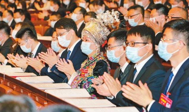 王伟中参加市第七次党代会南山区代表团讨论