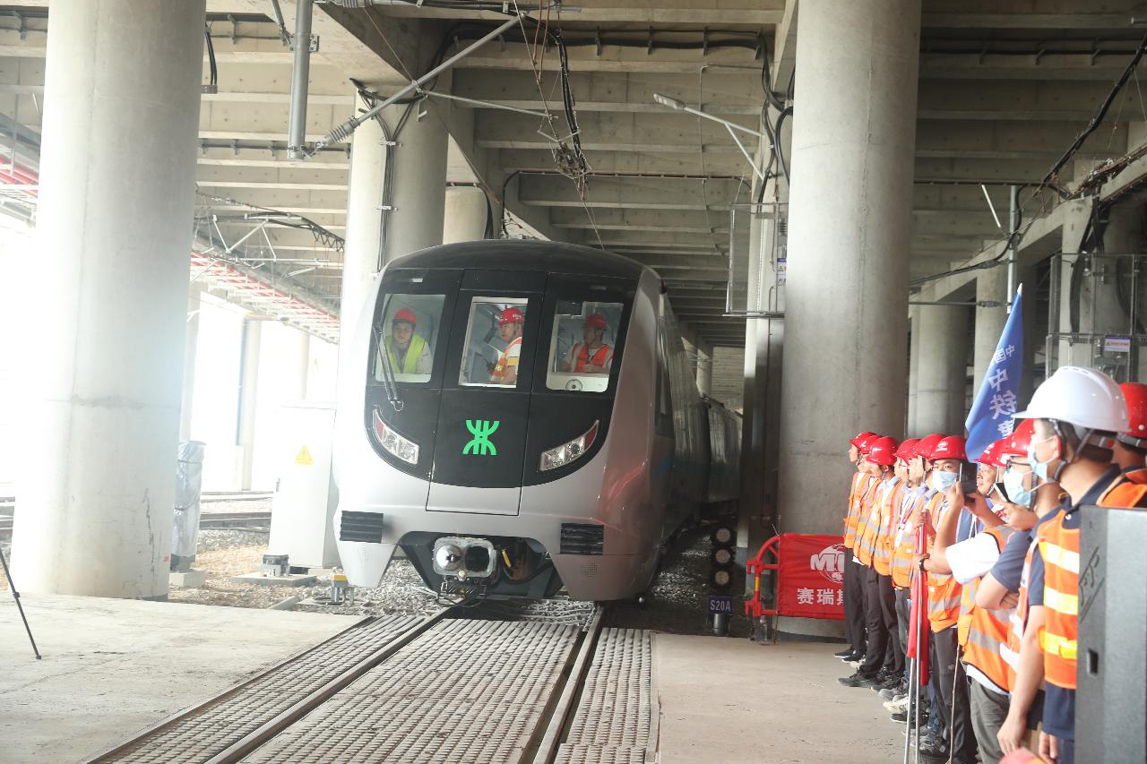 深圳首列全自动运行无人驾驶地铁列车来了 !