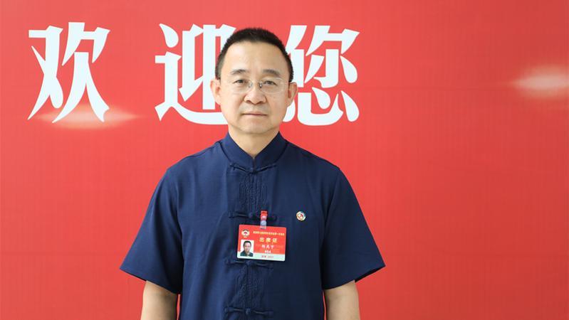 VLOG︱新委员的一天:跟着政协委员看深圳两会