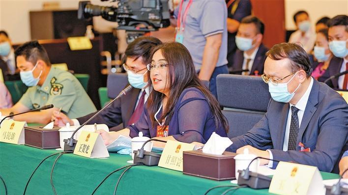 代表分组审议市人大常委会工作报告 聚焦履职建设