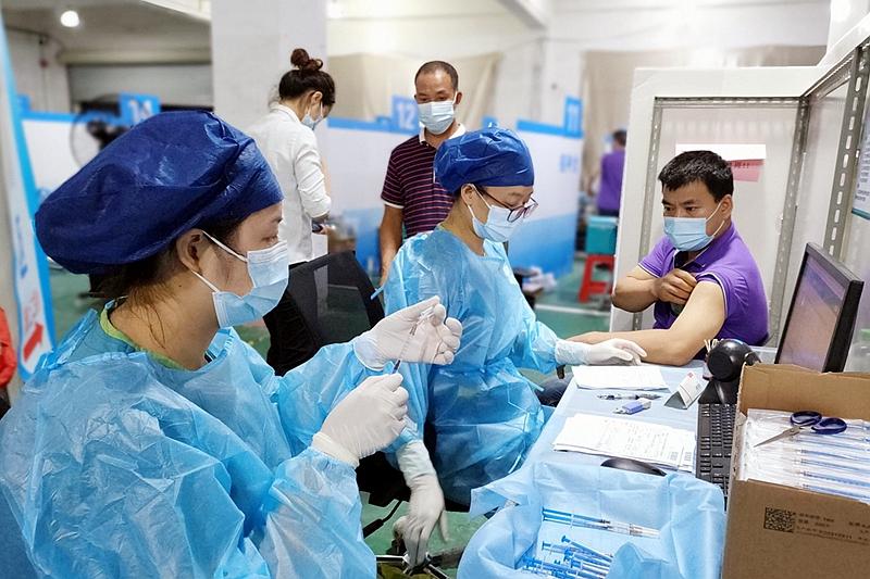 不到6天完成2.5万人接种!疫苗接种小队加快为居民筑起健康屏障