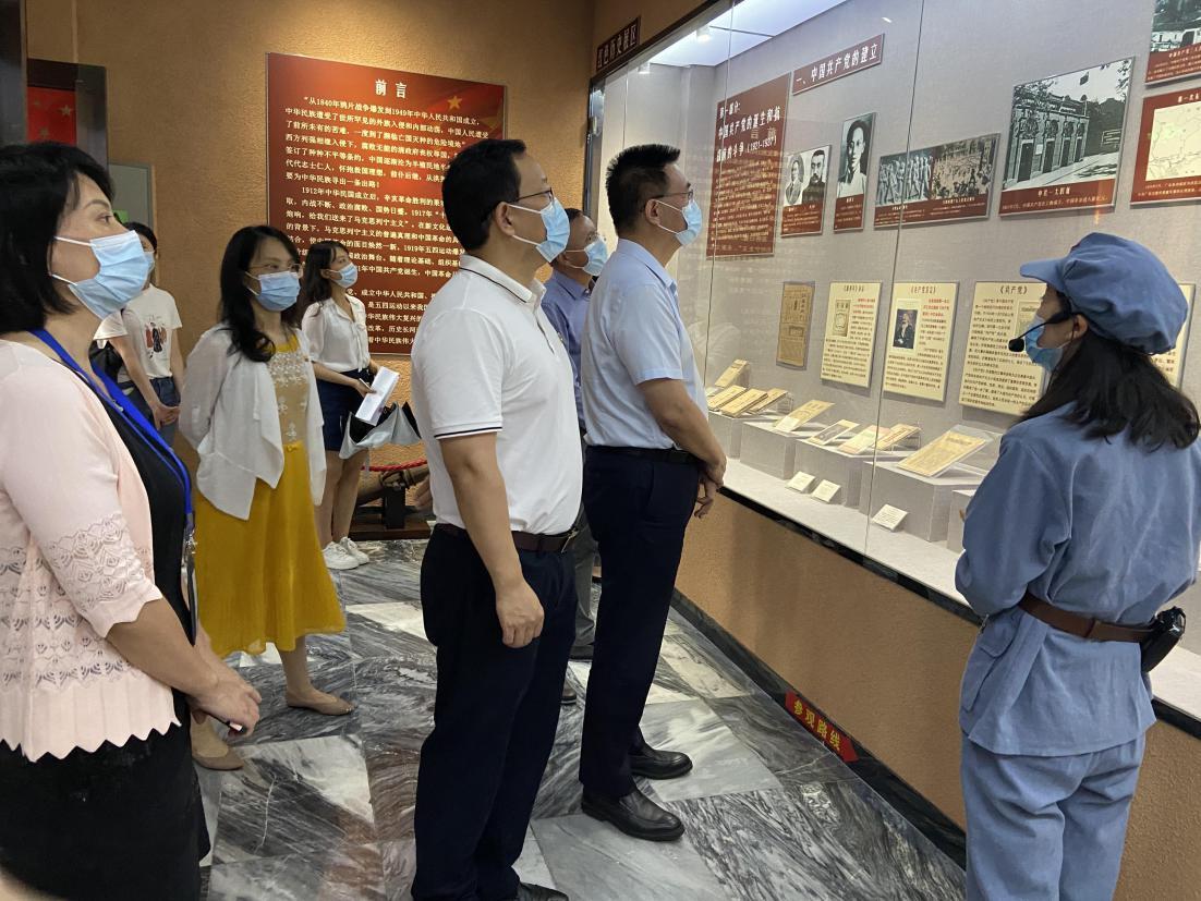 医保龙岗分局党支部组织参观东江潮红色文化博物馆