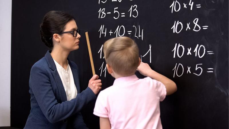 """""""名校父母""""运营号营造教育焦虑 这些博主的话可信吗?"""