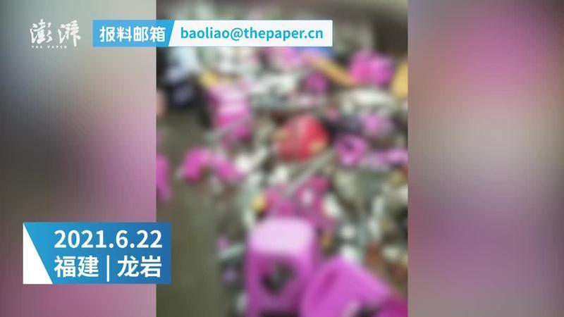 福建上杭县一村内摆酒席顶楼砖墙坠落,致9死7伤