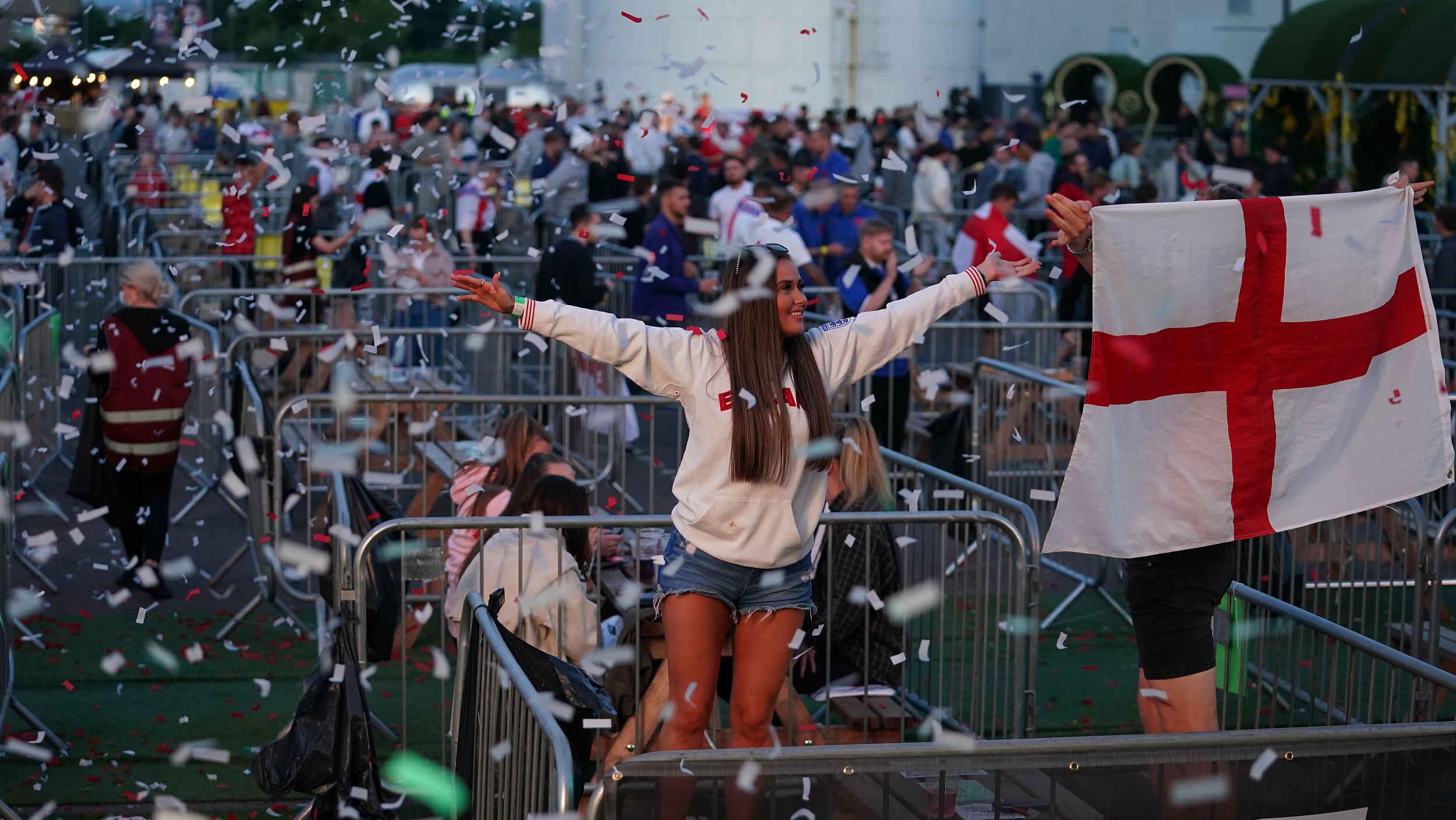 英国政府妥协了,欧洲杯半决赛、决赛每场超6万观众