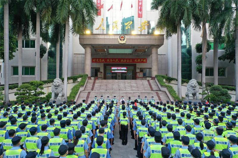 东莞市石龙公安全面启动建党100周年武装大巡防