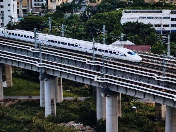 6月25日零时起,佛山西站首次开行动车直达珠海长隆