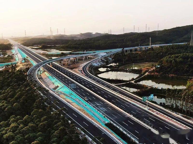 中开高速公路新进展:三江高架桥箱梁全部架设完成