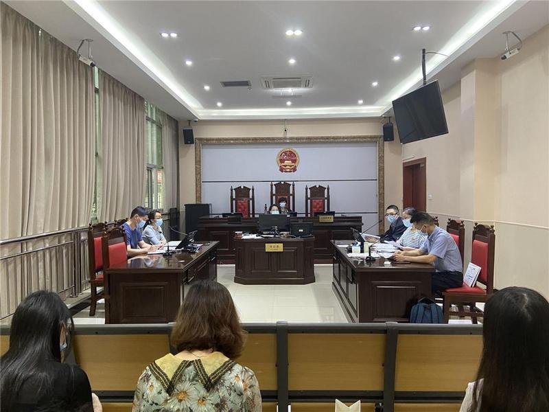 东莞市两初中生午休时争执受伤,法官倾心调解化干戈