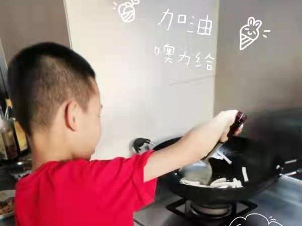 """医护夫妻奋战珠海广州抗疫一线,9岁儿子""""一夜之间长大""""!"""