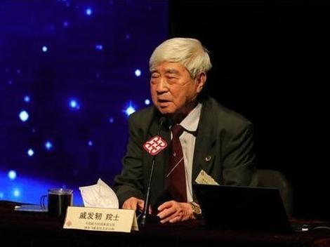 戚发轫在香港寄语青年学子:最高尚的爱最伟大的爱是爱国家