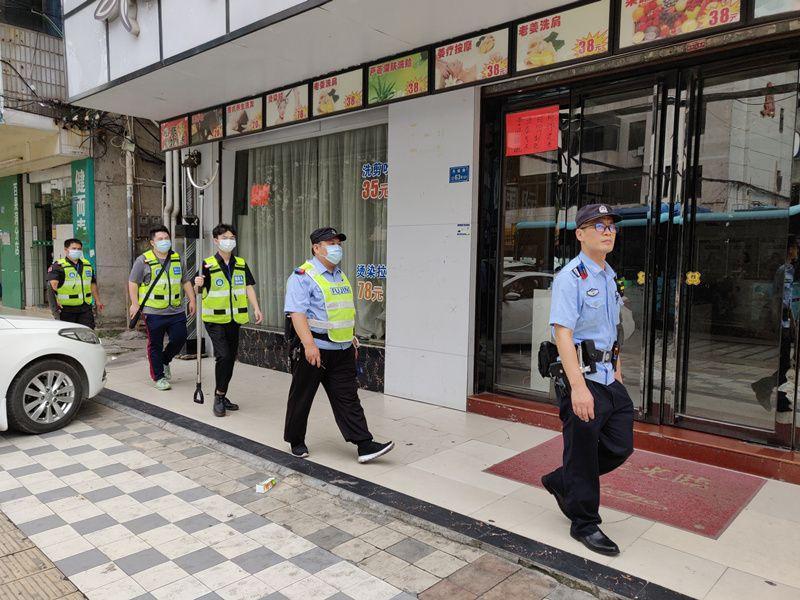 """东莞市优秀社区民警邱焕新:一个人拉起400多人的""""义警""""队伍保一方平安"""
