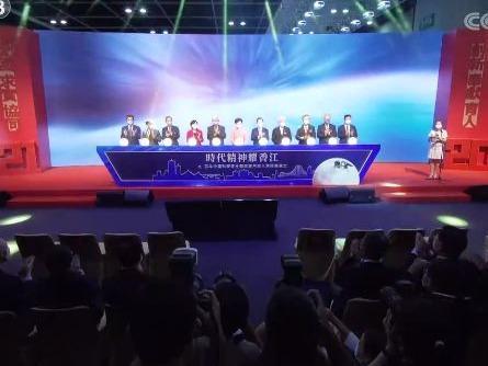 """焦点访谈丨""""宇宙天团""""荣耀香江 香港学子:你不觉得很帅吗?"""