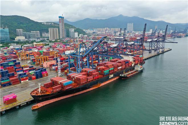 深圳市国际航行船舶保税燃料油成功完成首单加注