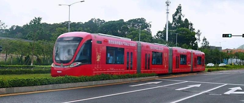 庆祝建党百年 龙华有轨电车红色主题专列正式亮相