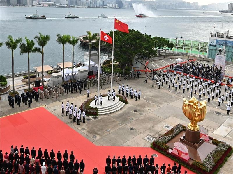 香港举行升旗仪式和酒会庆祝回归祖国24周年