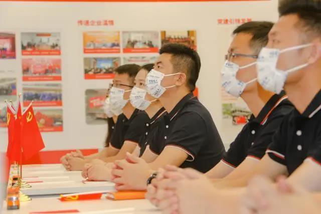 深圳互联网企业员工收看庆祝大会:太燃了!深受鼓舞
