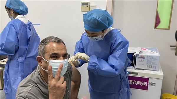罗湖有序开展外籍人士、港澳台同胞疫苗接种工作