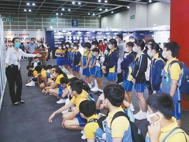 """香港启动""""2021区区有爱大行动"""" 基层人士及学生将受益"""