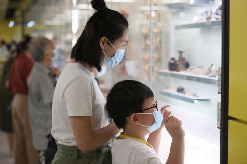"""香港地铁站里有个""""文物馆"""""""