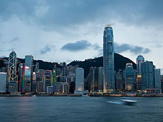 香港区议会逾200议席空缺,有人企图辞职逃避追责