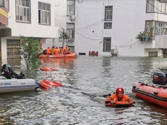星夜兼程!珠海水面救生机器人到达郑州投入救援!