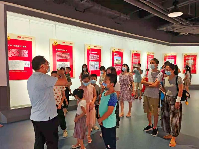 东莞市长安镇图书馆伴孩子快乐度暑假