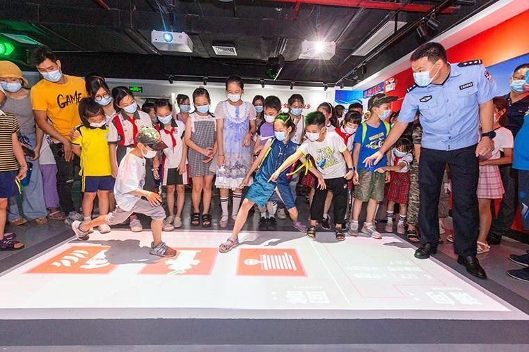 广东佛山开展暑假安全教育活动 呵护未成年人健康成长