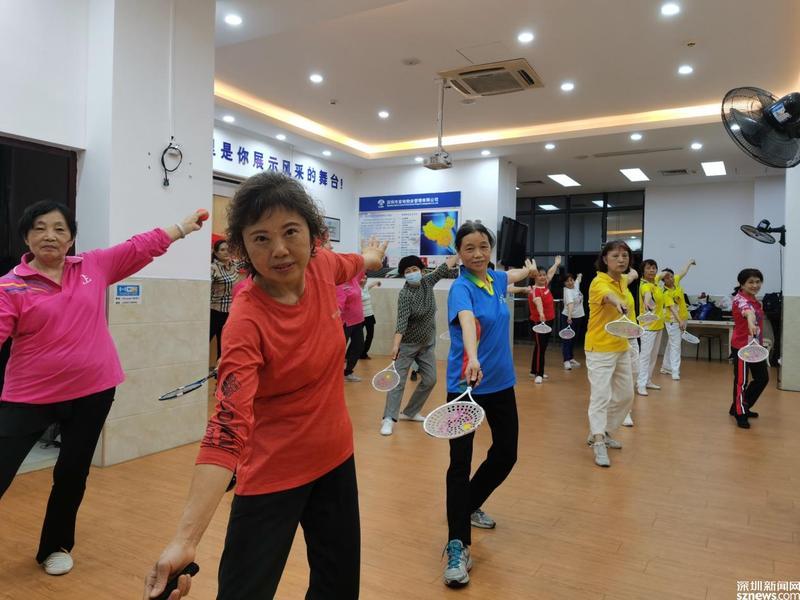 小小柔力球舞出大健康 沙河街道文昌街社区面向社区中老年人举行工作坊活动