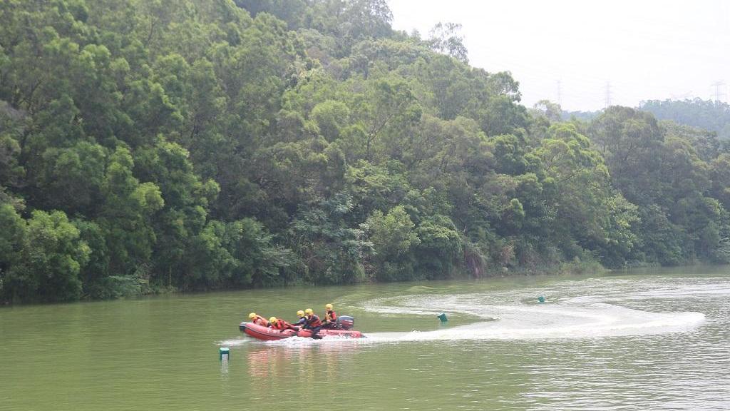 航拍深圳消防大亚湾特勤大队水域救援实战演练