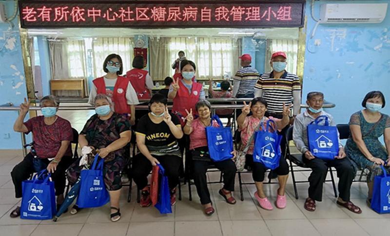 增强老年人保健意识 坪地中心社区开展关爱老年人健康活动