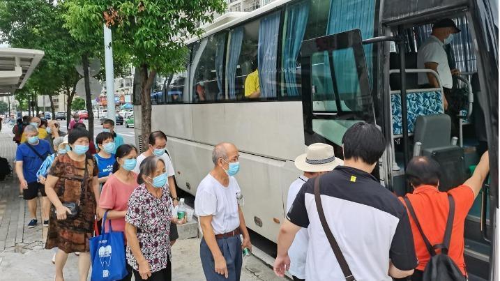 接送到家!红荔社区198位长者完成健康筛查及疫苗接种