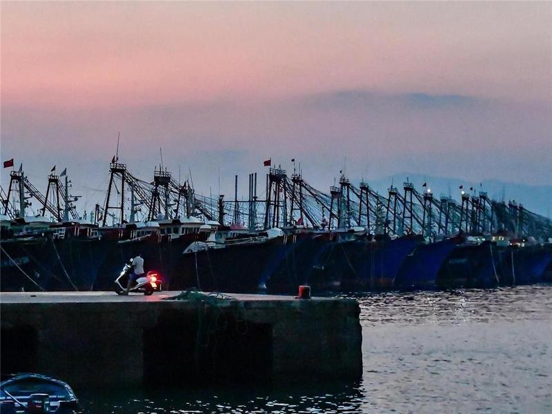 渔船回港、人员上岸……珠海启动防风IV级应急响应