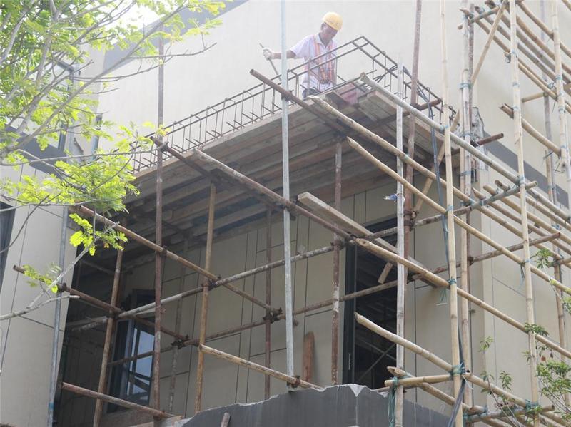 东莞市企石镇9栋别墅私自改建扩建,被依法拆除!