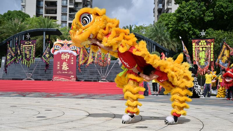 """第三季度""""狮舞文化交流会""""在上合花园广场举行"""
