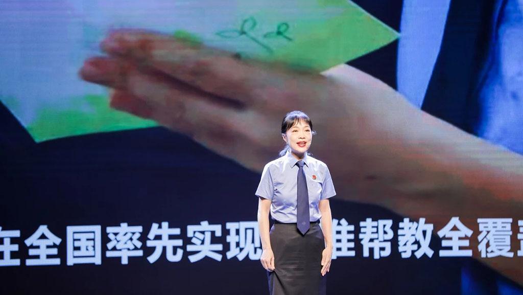 """我是深圳公务员 曾艳:一句""""您的孩子"""",让她泪流满面"""