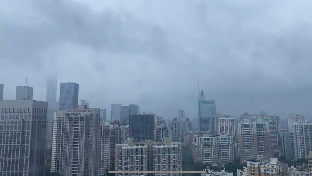 """台风""""卢碧""""给深圳带来明显风雨影响 5日夜间至7日仍有暴雨局部大暴雨"""