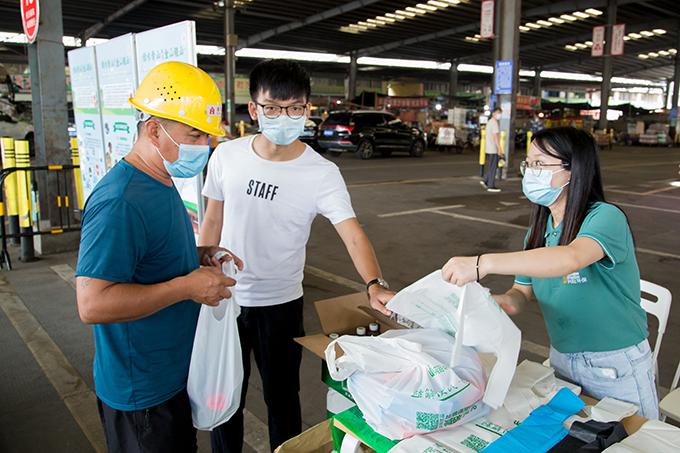 """拒绝""""白色污染"""" 践行绿色生活 南山全力推进农贸市场禁限塑工作"""
