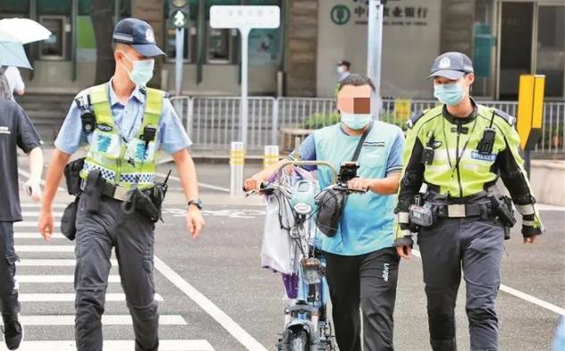 深新早点丨骑乘电单车不戴头盔违法正式处罚第一天,69名小哥吃罚单!