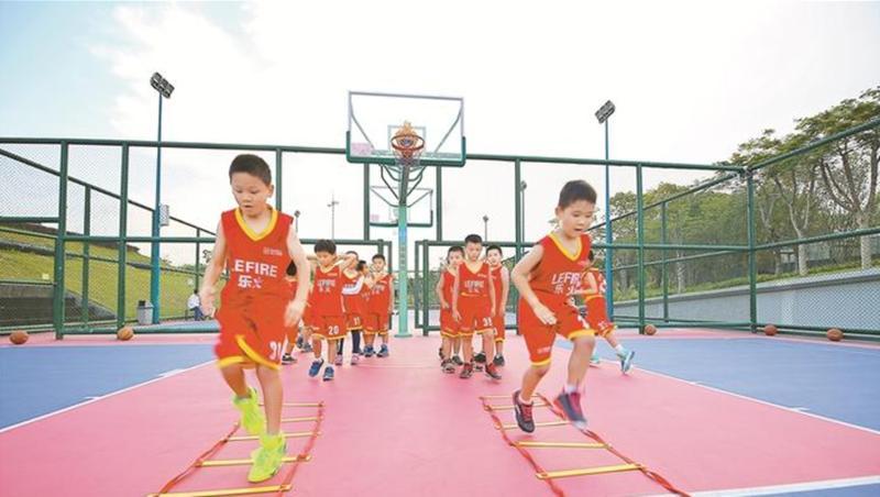 """篮球报名都要排队了""""双减""""落地后 深圳体育培训火了"""