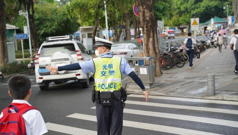 深圳交警:开学首日早高峰学校周边交通警情同比去年下降31%