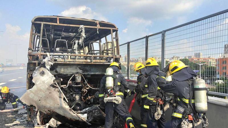 惊险!深圳外环高速一客车着火!司机一个机智举动救了全车人